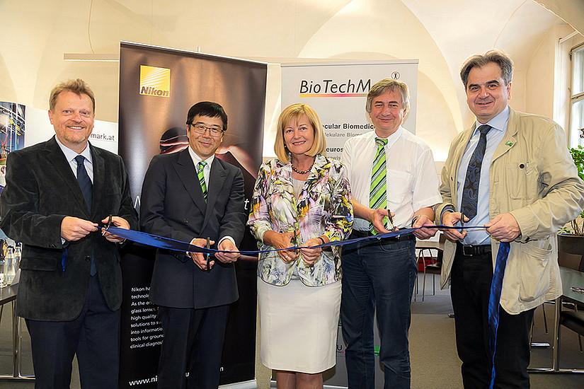 Eröffneten das neue NIKON Center im Rahmen von BioTechMed-Graz (v.l.): Sepp-Dieter Kohlwein (Uni Graz), Sumio Eimori (NIKON), Christa Neuper (Uni Graz), Josef Smolle (Med Uni Graz) und Wolfgang Graier (Med Uni Graz), Foto: BioTechMed-Graz/Wolf