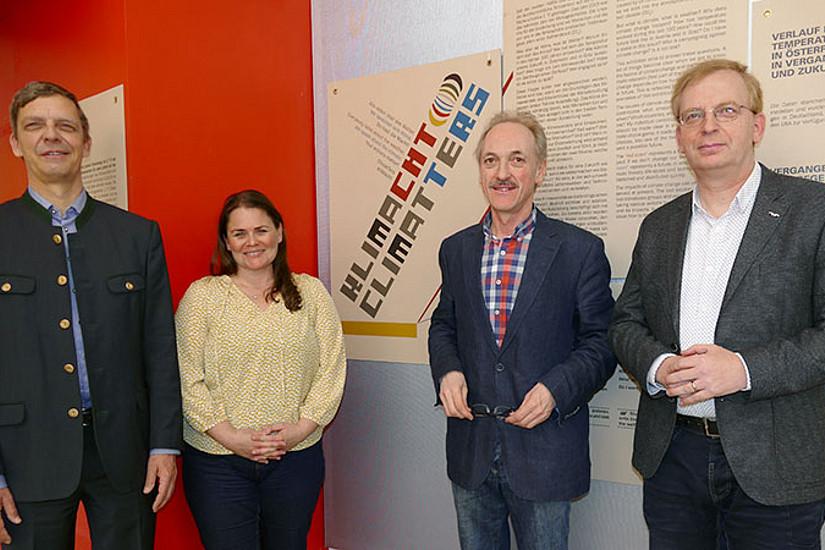 V.l.: Richard Aigner, Bettina C. Lackner, Franz Stangl und Martin Aigner bei der Eröffnung der Ausstellung in der Arkade in Liezen. Foto: Kriemhild Hasenauer