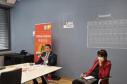 Videoraum: Univ.-Prof. MMag. Dr. Eva Schulev-Steindl & Dr. Chen
