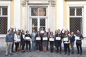 Schulterschluss von Uni Graz und zwölf steirischen Schulen. Am 1. Oktober erfolgte der Auftakt für die Kooperation in den Naturwissesnchaften und in Mathematik. Foto: Uni Graz/Schweiger