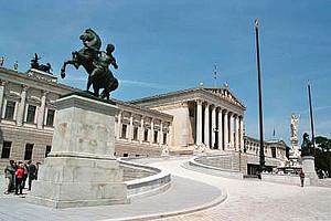 Das Parlament in Wien. Foto: anwyndarkelf/pixelio.de