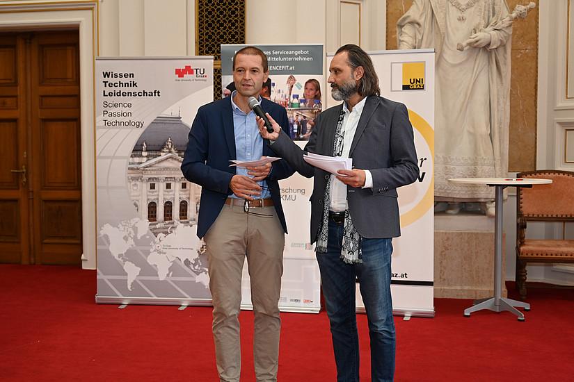 Vizerektor Christof Gattringer eröffnete die Messe. Fotos: Uni Graz/Tzivanopoulos, UNi Graz/Pichler