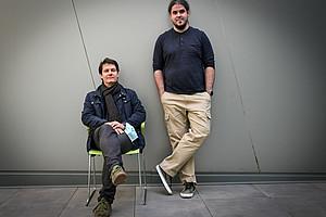 Ulrich Stelzl (links) und Sándor Balázs Ötvös erforschen beide, in getrennten Vorhaben Wege zur Bekämpfung von Covid-19. Die Projekte werden nun von FWF - Der Wissenschaftsfonds mit insgesamt einer halben Million Euro finanziert. Foto: Uni Graz/Tzivanopoulos