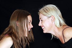 Lachen lässt sich mit anderen oder auf Kosten anderer. Ilona Papousek hat die Hintergründe des Humors untersucht. Foto: Pixabay