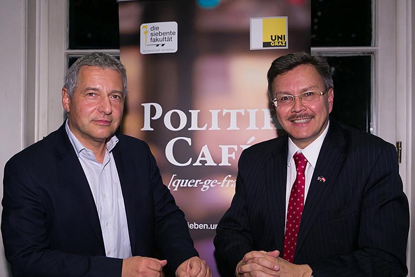 US-Botschaftsrat Stephen A. Hubler (rechts) und Markus Steppan diskutierten hochaktuelle Themen im Politik Café. Foto: Steppan/Wolf