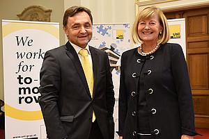 Rektorin Christa Neuper und Alfred Gutschelhofer gaben den Startschuss. Fotos: Uni Graz/Schweiger