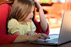 Als ForscherIn arbeiten und Eltern sein. Der Schreibsamstag hilft dabei, wie sich beide Aufgaben vereinbaren lassen., Foto: Chuck Underwood auf pixabay.com