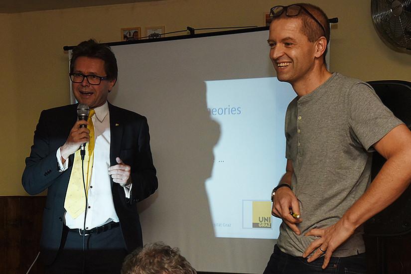 Vizerektor Martin Polaschek (links) eröffnete die Neuauflage von Wissensdurst mit Christof Gattringer. Foto: Uni Graz/Schweiger