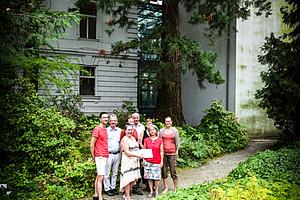 Stolze PatInnen und ihr Schützling im Hintergrund. Fotos: Uni Graz/Tzivanopoulos