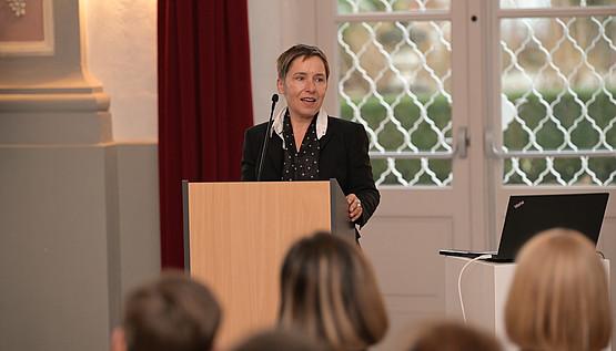 """Digitalisierungs-Vizerektorin Petra Schaper-Rinkel betonte die Aufgabe einer Allgemeinuniversität: """"Wir werden auch Ansprüche aus den unterschiedlichen Disziplinen Heraus formulieren, was wir für die Digitalisierung in Europa, Österreich in Graz haben wollen."""""""