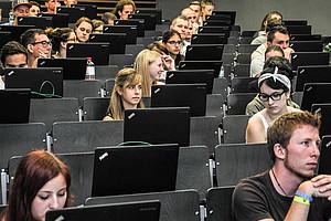 Das Aufnahmeverfahren für Lehramtsstudien ist abgeschlossen: 935 hatten sich registriert, 804 haben den Text absolviert und 739 Personen haben bestanden. Foto: Uni Graz/Tzivanopoulos