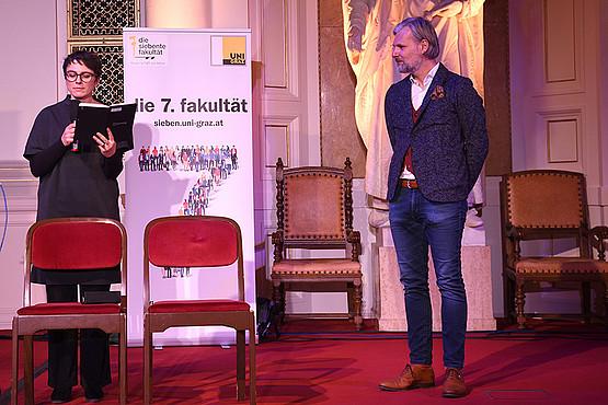 Wissenschaftskommunikations-Professor Helmut Jungwirth und Science Busterin Elisabeth Oberzaucher eröffneten die Show.