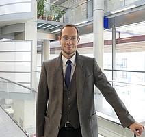 Assoz. Prof. MMag. DDr. Jürgen Pirker
