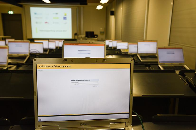 Die Prüfung setzt sich aus einzelnen Computerfragen zusammen