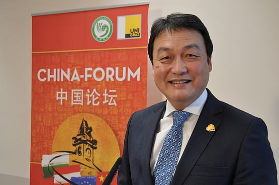 Dr. Chen vor Rollup 5. Forum