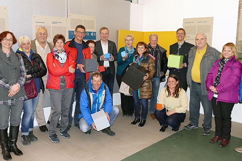 AusstellungsbesucherInnen wurden mit den interaktiven Stationen vertraut gemacht. Foto: Uni Graz/Stangl