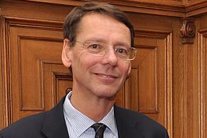 Alfred Wagenhofer erhält für seine Leistungen im Rechnungswesen den Dr.-Kausch-Preis 2013.