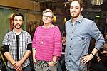 """Vorlesung im """"Brot & Spiele"""": Christian Fercher, (l.) und Lukas Grumet begrüßten am 25. März Chemikerin und Vizerektorin Renate Dworczak."""