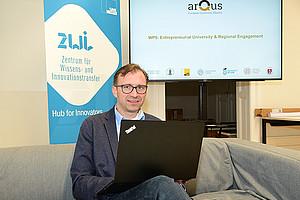 Bernhard Weber vom Zentrum für Wissens- und Innovationstransfer bringt sein Expertenwissen in die Arqus Action Line 5 ein. Foto: Uni Graz/Leljak.