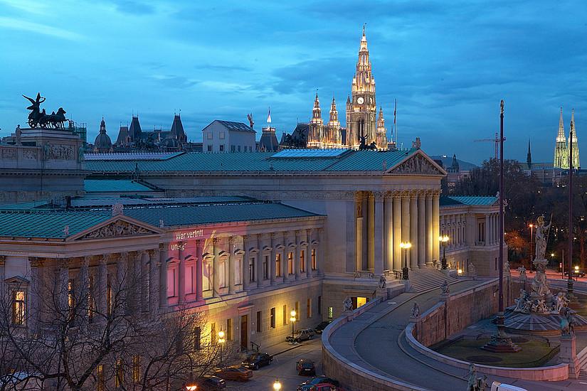 Das Parlamentsgebäude ist Sitz des Nationalrats und somit auch Wirkungsbereich der NEOS-Abgeordneten Stephanie Krisper. Foto: Parlamentsdirektion / Mike Ranz