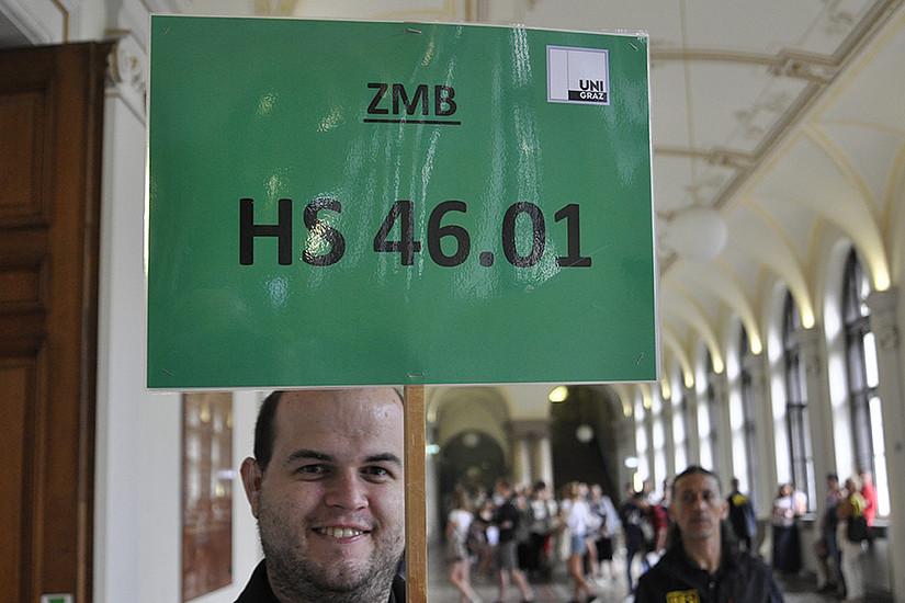 Die TeilnehmerInnen wurden vom Check-in in der Aula zu den Hörsälen gelotst. Foto: Uni Graz/Schweiger