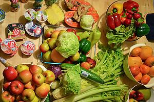 Was bei einem Streifzug durch die Mülltonne ans Tageslicht kommt: Weltweit werden 1,3 Milliarden Tonnen Lebensmittel pro Jahr weggeworfen. Die Uni Graz macht mit dem Restlfestl auf die Verschwendung aufmerksam und zeigt Alternativen der Müllvermeidung a