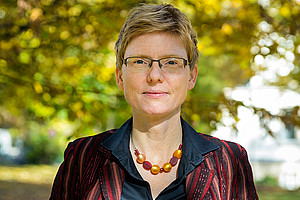 Gunda Werner, erste Professorin für Dogmatik, pocht auf den Praxis-Bezug in ihrem Fach. Foto: Jörg Jäger