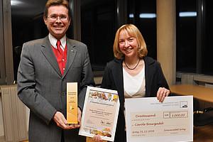 Die Gewinnerin für den ELCH 2016-Hauptpreis heißt: Carole Bourgadel. Vizerektor Martin Polaschek übergab die Auszeichnungen. Fotos: Uni Graz/Tzivanopoulos