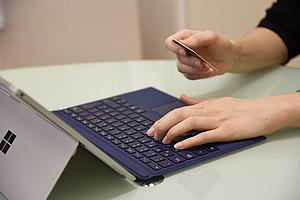 Der Studienbeitrag kann jetzt ganz einfach und schnell elektronisch bezahlt werden. Foto: Uni Graz/Stingeder