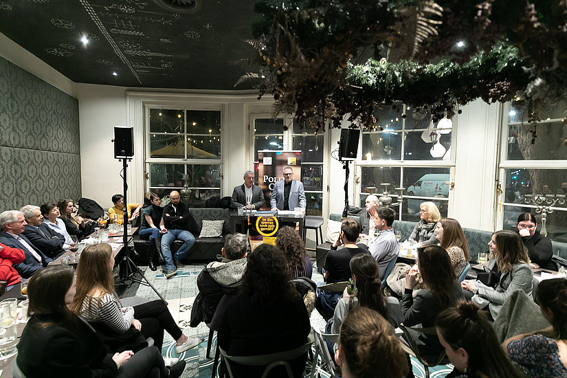 "Das Politik Café im ""ausverkauften"" Café Promenade. (Foto: Markus Steppan/ Oliver Wolf)"