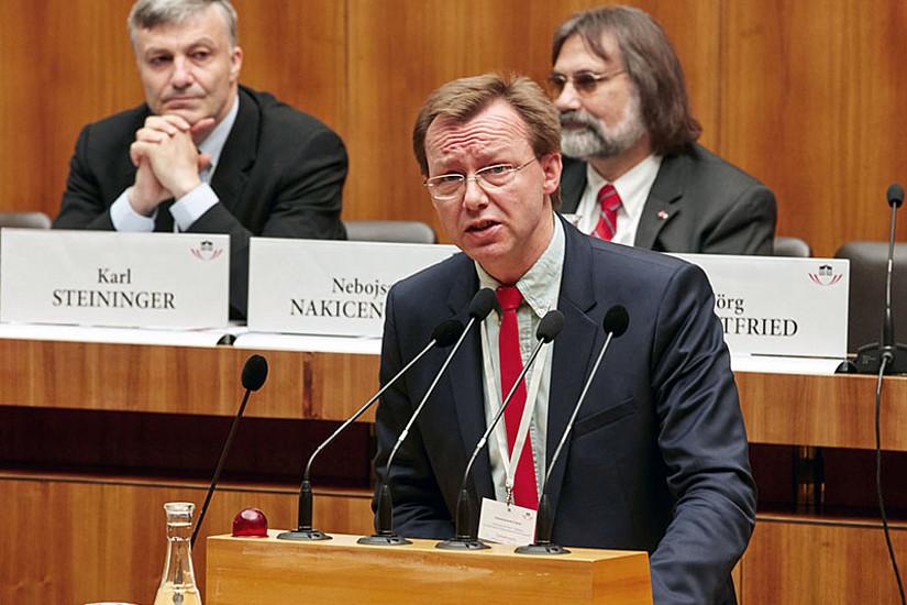 Gottfried Kirchengast berichtete, dass als Folge des Grazer Umweltrechtstages nun die Möglichkeiten der Klimapolitik aus zivil-, öffentlich-, verfassungs- und haftungsrechtlicher Perspektive  erarbeitet werden. Foto: © Parlamentsdirektion / Thomas Topf