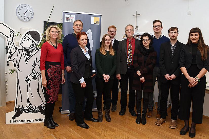 V.l.: Studiendekanin Margit Reitbauer, Thomas Möbius (Gießen), Ylva Schwinghammer, Selina Galka (Uni Graz), Klaus Vogelgsang (Augsburg), Wernfried Hofmeister, Gerlinde Schneider (Uni Graz), Michael Steinmetz (Gießen), Wolfgang Holanik, Lisa Glänzer (Uni Graz). Foto: Uni Graz/Pichler