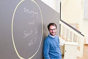 Niederschwellige, attraktive Bewegungsangebote für alle gesellschaftlichen Gruppen möchte Sebastian Ruin ermöglichen, neuer Professor für Bewegungs- und Sportpädagogik. Foto: Uni Graz/Tzivanopoulos
