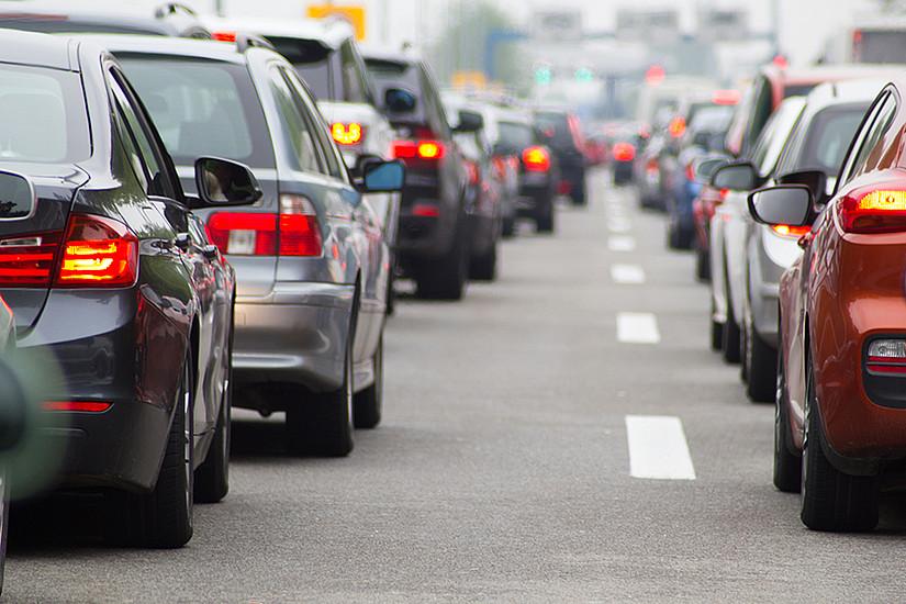 Was den Gebrauch des Autos betrifft, so variiert dieser am stärksten abhängig von Einkommen, Wohnort, Alter und Geschlecht. Das ergab eine Umfrage der Universität Graz. Foto: disq/shutterstock.com