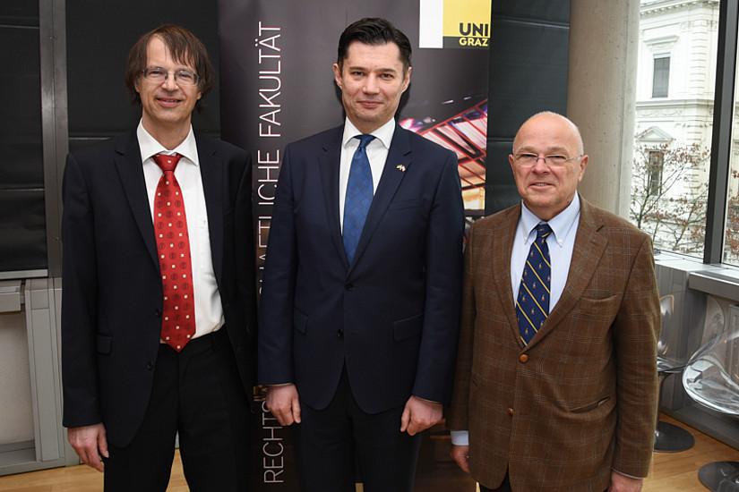 REEES-Leiter Bernd Wieser, Botschafter Oleksandr Scherba, Dekan Joseph Marko. Fotos: Uni Graz/Tzivanopoulos