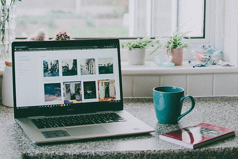 Home-Office kann nur funktionieren, wenn eine entsprechende Ausrüstung am Arbeitsplatz zuhause vorhanden ist. Das hat der/die ArbeitgeberIn sicherzustellen. Foto: pexels