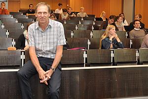 SOWI-Sommeruni: Ao. Univ.-Prof. Dr. Christian Gehrke hält die Lehrveranstaltung Internationale Ökonomik