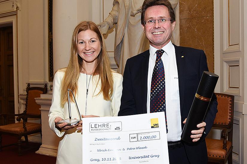 Lehrpreis für Petra Wlasak (sie nahm den Preis aufgrund eines Forschungsaufenthaltes in Schweden bereits in den Vortagen entgegen) und Ulrich Ermann (derzeit in den USA)