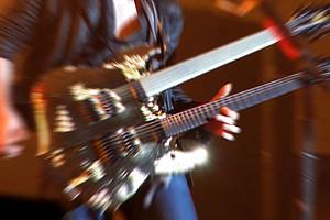 Die Metal-Szene kennt viele Sub-Stile. Verbindend ist die Abgrenzung vom Mainstream. Foto: Grey59/pixelio.de