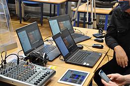 Technik: Mischpult, Laptops etc.