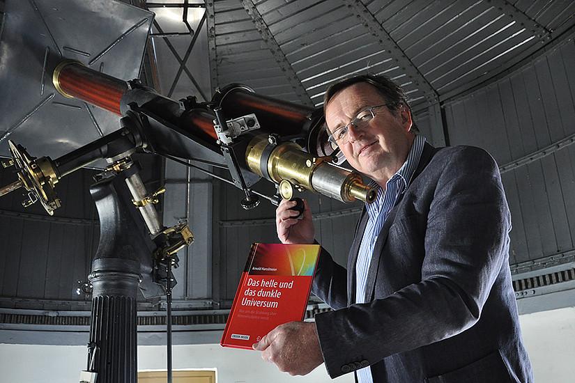 Astrophysiker Arnold Hanslmeier erklärt astronomische Ereignisse im neuen Jahr. Foto: Uni Graz/Schweiger