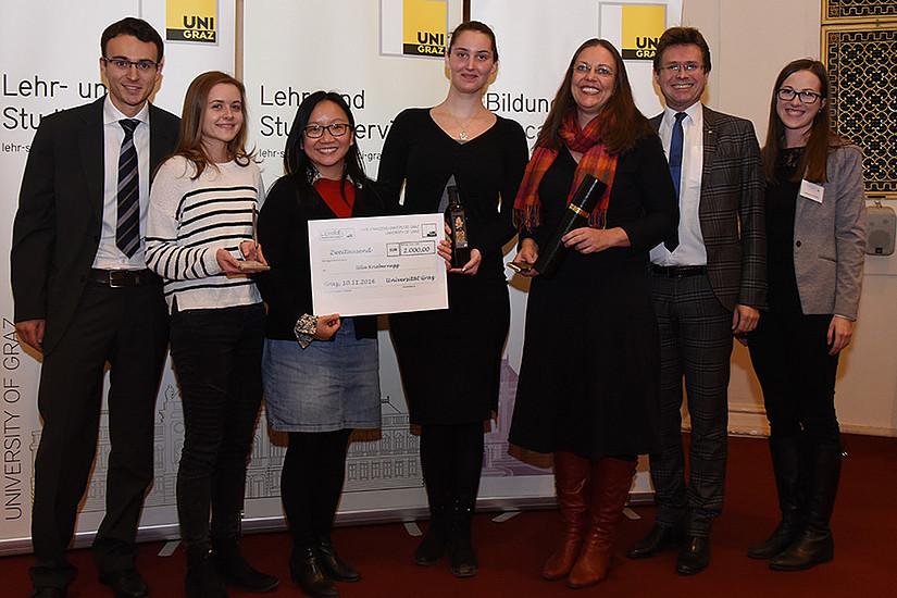 Lehrpreis für Ulla Kriebernegg, am Foto mit Studierenden