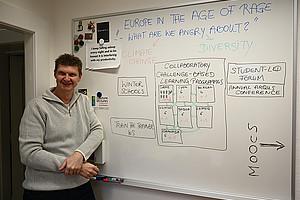 Michael Kopp steuert sein Know-how als Experte für so genannte MOOCs der AL 7 bei. Foto: Uni Graz/Leljak.