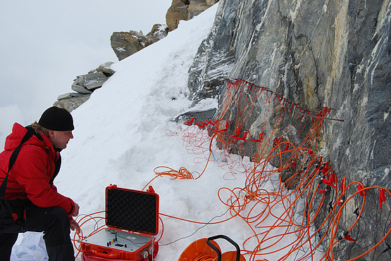 Two Geotom-systems with 100 electrodes, maximum theoretical profile length 400 m based on available cale, special cabel for rock wall measurements