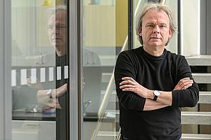 Andreas Kungl ist zuversichtlich, dass 2021 ein Wirkstoff für Covid-19-PatientInnen mit schwerem Krankheitsverlauf verfügbar sein könnte. Foto: Uni Graz/Tzivanopoulos.
