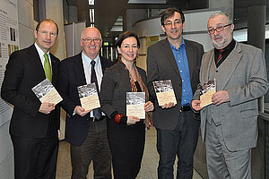 V.l.: Mag. Urs Harnik-Lauris (Pressesprecher Energie Steiermark), Univ.-Prof. Dr. Stefan Karner (Leiter Ludwig-Boltzmann-Institut für Kriegsfolgenforschung), Doz. Dr. Barbara Stelzl-Marx, Dr. Wolfgang Hölzl (Geschäftsführer Leykam Verlag) und Dr. Pete