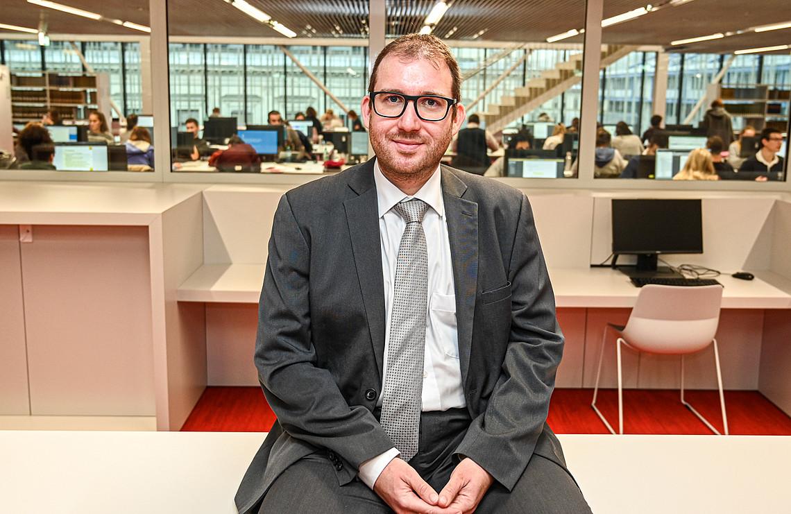 Stefan Dreisiebner vom Institut für Informationswissenschaft und Wirtschaftsinformatik war maßgeblich an der Entwicklung dieses Online-Kurses beteiligt. Foto: Uni Graz/Tzivanopoulos