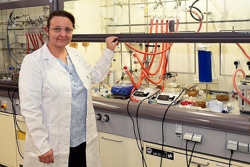 Katalin Barta Weissert arbeitet seit Anfang des Jahres als Professorin für Chemie an der Universität Graz. Die ERC Grant-Trägerin erforscht die Katalyse von Biomasse. Foto: Uni Graz/Schweiger