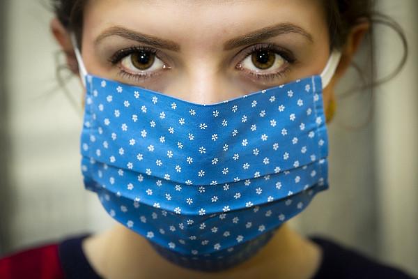 Schützt die Maske, oder ist sie eine Zwangsmaßnahme, die unsere Freiheit einschränkt? Bei dieser und anderen Fragen im Zusammenhang mit Corona scheiden sich die Geister. Foto: pixabay