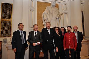 Norbert Zimmermann, Fritz Hendrich, Werner Schneyder, Konstanze Breitebner, Tatjana Oppitz, Ernst Sittinger und Jörg-Martin Willnauer (v.l.)